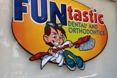 FUNtastic Logo Outside